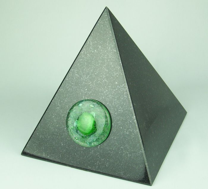 "Tierurne ""Pyramide-groß"" mit Glasapplikation"